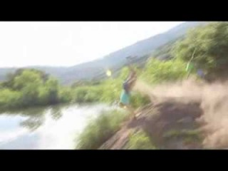 Неадекватный прыжок девушки на велосипеде в озеро !!!