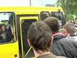 (СМОТРЕТЬ ВСЕМ - ПОЗОР УКРАИНЕ!) День Победы во Львове: нападение на автобусы 9 мая