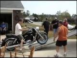 Неудачная погрузка мотоцикла