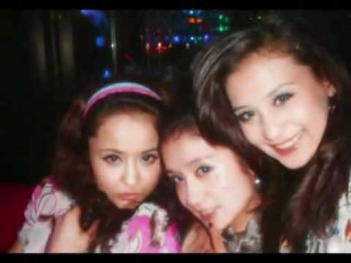 Уйгурские девушки.