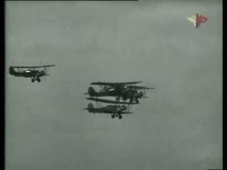 Авиационный парад в День авиации 18 августа 1935 года.
