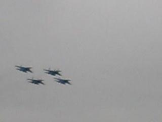 Авиагруппа Соколы России показывает салют