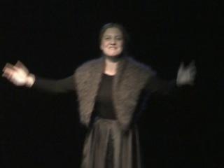 Юлия Галина исполняет песню