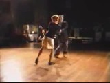 Кевин и Карла танцуют свинг