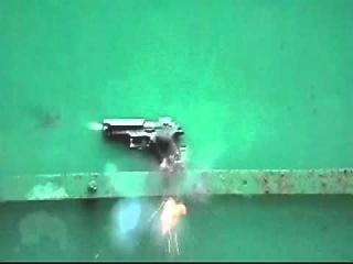 Взрыв игрушечного пистолета. Ускоренная съемка. Slow Motion