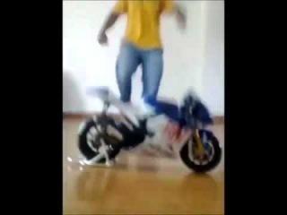 Игрушечный мотоцикл (фэйкоцикл).mp4