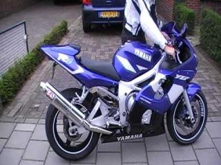 Yamaha r6 1999 With Yoshimura RS3 exhaust!