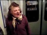 Бабка в метро троллит девку. Ха ха ха.