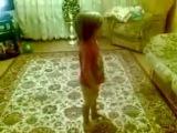 Вот так надо с родителями!Очень смешное видео=)))Учитесь у неё!!!)))