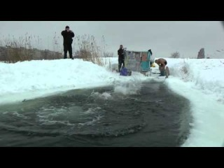 ice jumping моржи купчино 29-01-2011