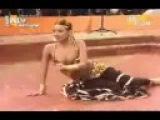 Didem performing Maar Daala