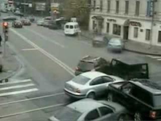 Такое бывает только в России.Подмосковье.апрель .2011.Камера наружного наблюдения