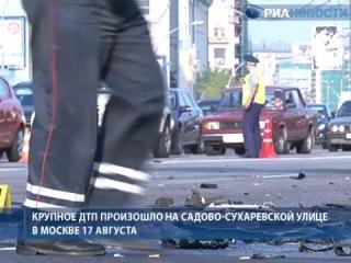 Mercedes вылетел на встречную полосу в центре Москвы. Видео с места ЧП