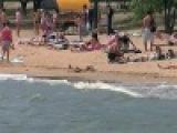 На Украине в районе Мариуполя закрыты пляжи, в Азовском море запрещены купание и рыбная ловля - Первый канал