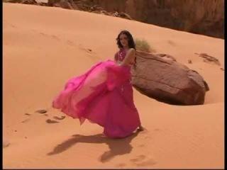 Жара, пустыня, восточная танцовщица:)