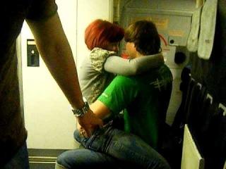 Веселье в самолёте. в конце пару ударов в морду лица