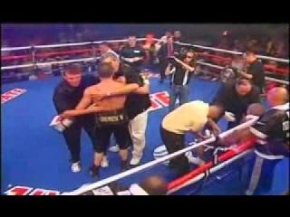 Бейбут Шуменов(КАЗАХ)нокаутировал Дэнни Сантьяго(Амеиканец) (+ видео 9 раунда)