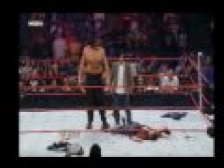 WWE RAW Johnny Knoxville Learns a Hard Lesson Реслинг против Чудаки