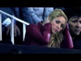 Шакира болеет за своего парня (Жерара Пике (футболист Барсы) 20-4-11