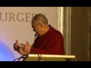Далай-лама выступает перед нейрохирургами