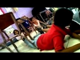 Воспитательницав Мексике  Марта Ривера Аланис  спасла детей от пуль!!!!!! ( 2011)