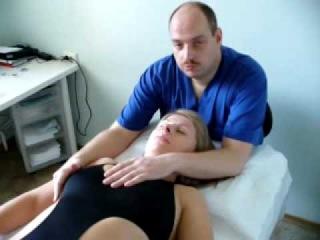 АЛЕКСАНДР СМИРНОВ-Остеопатия  краткий сеанс: лечение лежа на спине.
