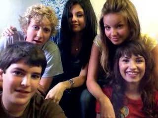 Селена и ее друзья по фильму