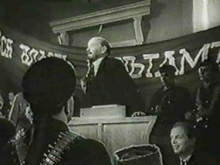 Ленин на трибуне Товарищи! Революция