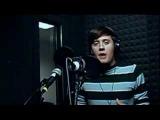 Вот кто поет песню из Алладин!!!
