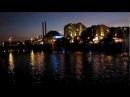 Вид на Московский Кремль через  Водоотводный канал с цветными фонтанами вечером