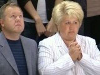 В Уфе зрители матча открытия КХЛ почтили память хоккеистов `Локомотива` - Первый канал