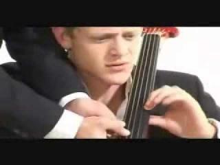Игра на виолончели в 8 рук