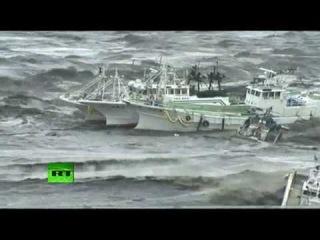 Видео содержащее самые страшные моменты цунами в Японии, которые получилось запечатлить