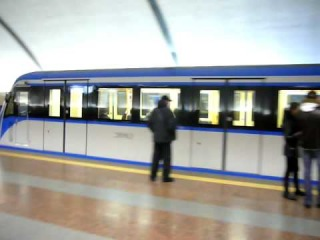 New Ukrainian subway train Метро в Киеве Метро в Києві