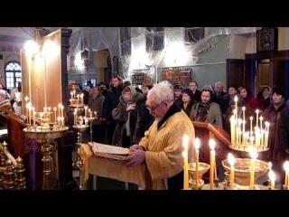 Протоиерей Василий Моисеев читает Апостольское послание на Воскресной литургии (4 января 2009 года)