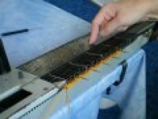 Вязание ажурных узоров на вязальной машине Нева-2