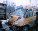 Одна из машин, грузовая, двигалась из левобережья.  Другая, маршрутное такси 102...  В результате аварии пострадало...