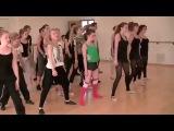 Maisie Williams dancing to Skrillex