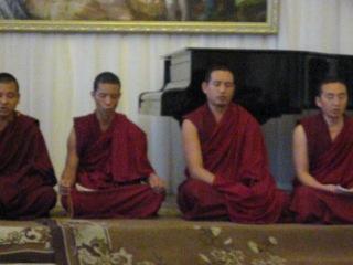 Демонстрация утреннего ритуала-медитации монахов Гоман Дацана