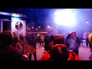 Штурм, светошумовые гранаты, поджег автобуса КИЕВ 19.01.2014 newsdaily.com.ua