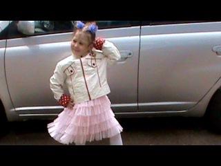 «Мои красавицы» под музыку Песенка про двух подруг: маму  и дочку !))) - Такая песня смешная:)))). Picrolla