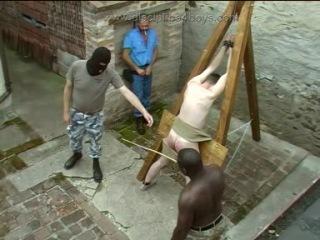 реальная порка парней - в тюрьме за травку