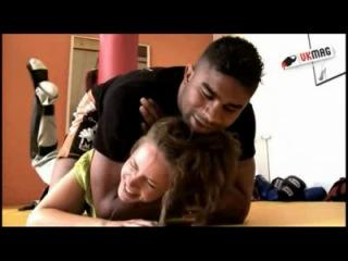 Экс чемпион мира по боям без правил в супертяжёлом весе Алистар Оверим грамотно даёт интервью