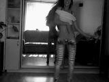 Девушка красивая, красиво танцует под музыку Javi Reina & Alex Guerrero saxophonist Syntheticsax - Oig (DJ V1t & Fast Fo
