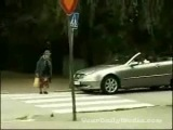 как бабушки переходят дорогу ...
