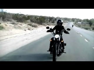 Девушка на черном Харлей-Дэвидсоне ( Harley-Davidson)