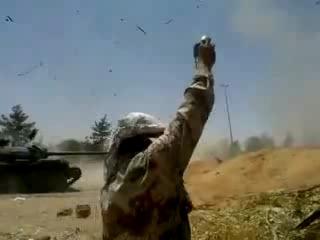 Прямое попадание, в танк Ливийских ваххабитов. Крики Аллах Акбар, не помогли