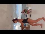 Это я- Маша Кобец танцую бачату с Доминиканцем на корабле в Карибском море- звучит нереально)