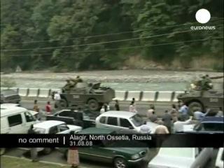 Благодарный народ РСО торжественно встречает победоносную русскую армию в войне с Грузией в августе 2008)