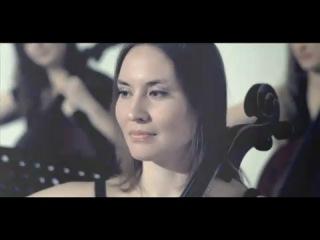 Би-2 и Юля Чичерина - клип Падает снег (Новый год) с Симфоническим оркестром